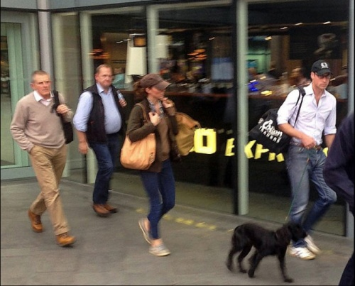 The Royal couple Kate Middleton Prince William  with Lupo travelling in jeans and carrying their own luggage